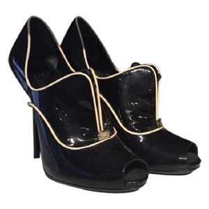 Gucci black and white patent open toe booties 9.5